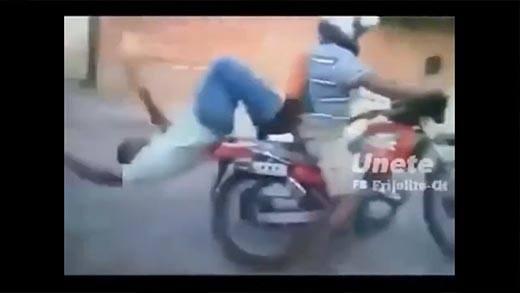 Cười ra nước mắt với những đoạn clip khiến dân mạng