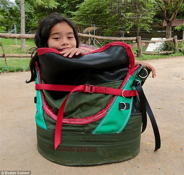 Chiếc giày có thể chứa được em bé 5 - 10 tuổi. (Ảnh: Evelyn Connor)