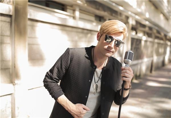 """MV của Kyo York nhận được nhiều hiệu ứng tích cực. Người hâm mộ không ngần ngại dành tặng anh những lời khen có cánh: """"Giọng hát cover của Kyo không kém gì phiên bản gốc"""". - Tin sao Viet - Tin tuc sao Viet - Scandal sao Viet - Tin tuc cua Sao - Tin cua Sao"""