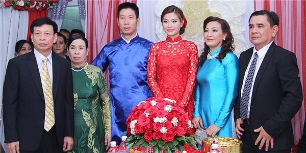 Á hậu Diễm Trang hạnh phúc rạng ngời trong đám hỏi tại quê nhà - Tin sao Viet - Tin tuc sao Viet - Scandal sao Viet - Tin tuc cua Sao - Tin cua Sao
