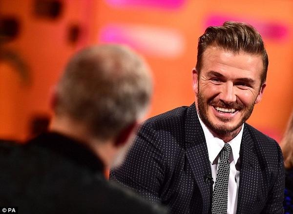 Beckham chia sẻ về sở thích trêu ghẹo Brooklyn với MC Graham Norton.