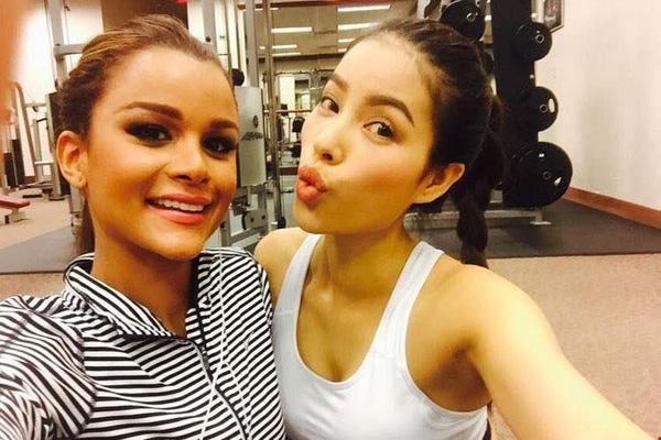 Phạm Hương và Clarissa thường đăng ảnh selfie cùng nhau khi đang tham gia thi cử. - Tin sao Viet - Tin tuc sao Viet - Scandal sao Viet - Tin tuc cua Sao - Tin cua Sao