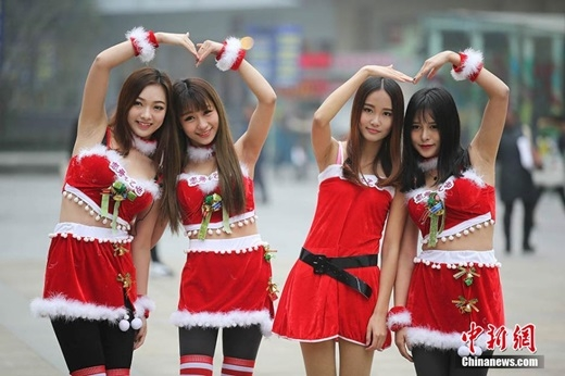 Các cô gái xinh đẹpkhông khác gì người mẫu. (Nguồn Chinanews.com)
