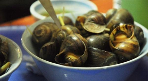 Tuyệt đối không ăn các loại hải sản nấu chưa chín, tái... (Ảnh: Internet)