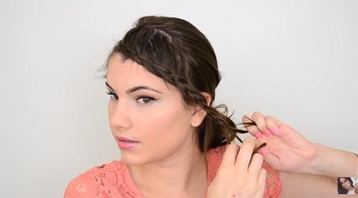 Tiếp tục cho đến khi thắt hết tóc và tạo thành một bím dài. (Ảnh: Youtube)