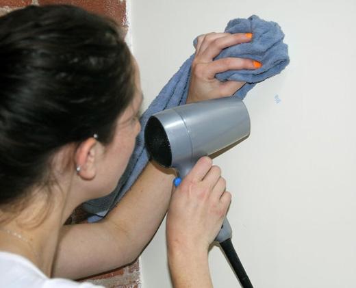Loại bỏ dễ dàng những bức vẽ bằng chì sáp do trẻ con vẽ trên tường, chỉnh máy ở nhiệt độ cao. (Ảnh: instructables)