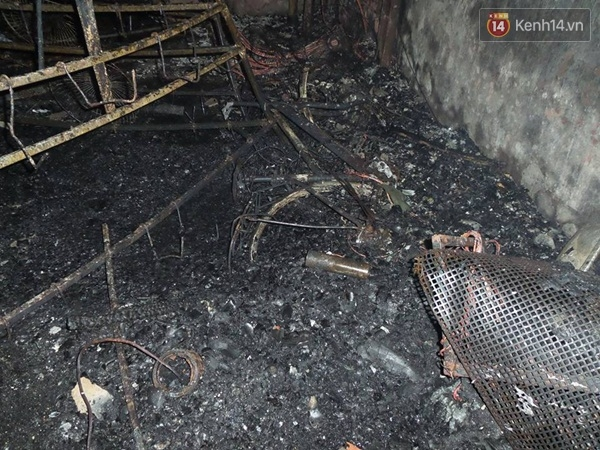 Sau gần 3 tiếng, đám cháyđược khống chế, tuy nhiêncăn nhà đã bị thiêu rụi hoàn toàn, trở nên hoang tàn. Ảnh: Trí thức trẻ