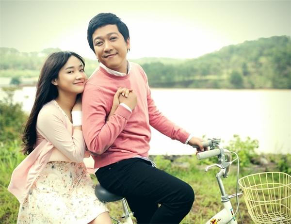 Sau bộ phim 49 ngày, Trường Giang và Nhã Phương trở thành một trong những cặp đôi đẹp của showbiz Việt. Tuy nhiên, cả hai chưa từng lên tiếng về chuyện tình cảm này. Ảnh: Đoàn làm phim cung cấp. - Tin sao Viet - Tin tuc sao Viet - Scandal sao Viet - Tin tuc cua Sao - Tin cua Sao