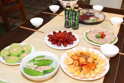 Trà Ô Long TEA+ Plus với hợp chất OTPP – hợp chất tự nhiên chiết xuất từ trà Ô Long bằng công nghệ Nhật Bản, có tác dụng hạn chế hấp thu chất béo hiệu quả để việc thưởng thức những món ăn ngày Tết luôn ngon miệng và nhẹ nhàng. - Tin sao Viet - Tin tuc sao Viet - Scandal sao Viet - Tin tuc cua Sao - Tin cua Sao