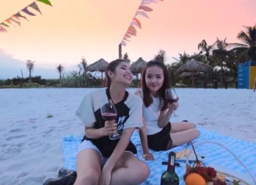 """Sau khi """"tút lại nhan sắc"""" cô nàng tung tăng tận hưởng buổi chiều với cô bạn Phương Linh. - Tin sao Viet - Tin tuc sao Viet - Scandal sao Viet - Tin tuc cua Sao - Tin cua Sao"""