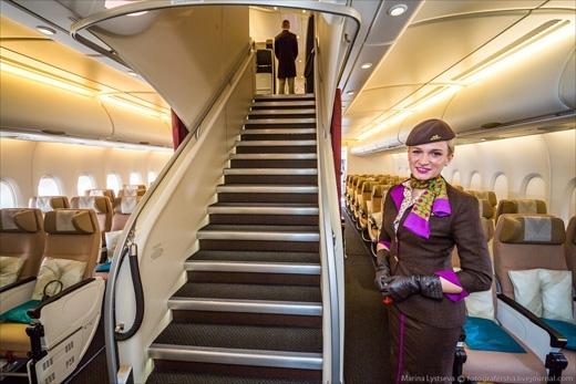 Chiếc Airbus А380 nàycó 2 tầng, 4 hạng ghế: phổ thông, thương gia, hạng nhất, và đặc biệt Residence. Trong đó, 3 hạng cuối nằm trên tầng 2. (Ảnh: Marina Lystseva)