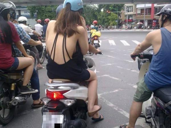 Phong cách khoe lưng trần giữa ban ngày như thiếu nữ trên hình thật sự ảnh hưởng thị giác người đi đường. (Ảnh: Internet)