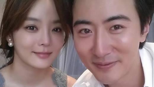 Anh chàng phi công trẻ đã từng khiến cộng đồng mạng dậy sóng với màn cầu hôn bạn gái Chae Rim vào ngày 29/06 ngay trên một con phố sầm uất ở Bắc Kinh.