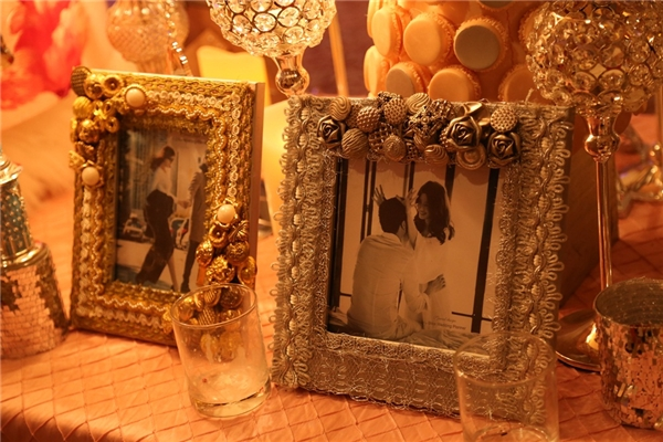 Không gian tiệc cưới được trang trí bởi hoa và nến khiến cho tiệc cưới thêm phần ấm cúng. - Tin sao Viet - Tin tuc sao Viet - Scandal sao Viet - Tin tuc cua Sao - Tin cua Sao