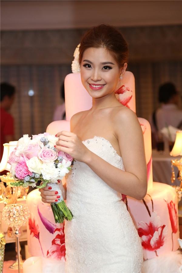 Cận cảnh nhan sắc xinh đẹp của á hậu Diễm Trang trong chiếc áo cưới lộng lẫy. - Tin sao Viet - Tin tuc sao Viet - Scandal sao Viet - Tin tuc cua Sao - Tin cua Sao