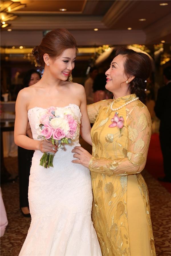 Mẹ Diễm Trang lo lắng cho con gái trong ngày trọng đại - Tin sao Viet - Tin tuc sao Viet - Scandal sao Viet - Tin tuc cua Sao - Tin cua Sao
