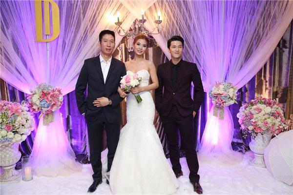 Nam diễn viên Huỳnh Anh cũng có mặt để chúc mừng ngày hạnh phúc của Diễm Trang - Tin sao Viet - Tin tuc sao Viet - Scandal sao Viet - Tin tuc cua Sao - Tin cua Sao