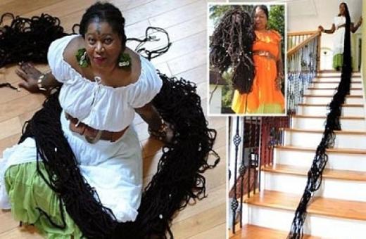 """Asha Mandela - người phụ nữ có mái tóc dài """"kinh dị"""". Ảnh: Internet"""