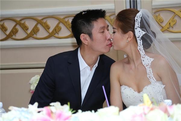 Diễm Trang hạnh phúc khi liên tục được chồng ôm hôn nồng cháy - Tin sao Viet - Tin tuc sao Viet - Scandal sao Viet - Tin tuc cua Sao - Tin cua Sao