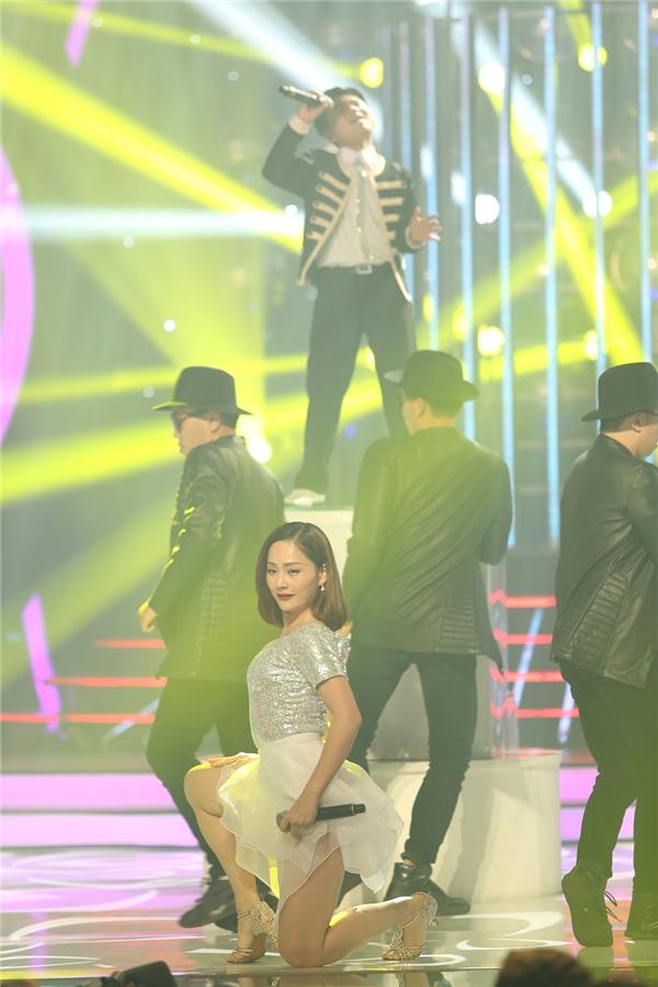 """Minh Khang và Lan Phương nối tiếp chương trình với bản mash-up """"Daddy - Gangnam Style"""" đầy sôi động trong hình ảnh nam ca sĩ PSY của Hàn Quốc. - Tin sao Viet - Tin tuc sao Viet - Scandal sao Viet - Tin tuc cua Sao - Tin cua Sao"""