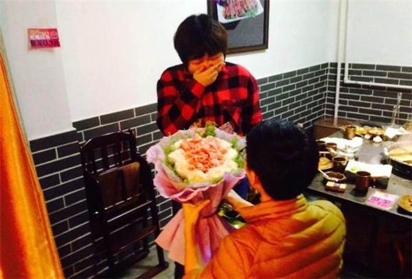 """Có ai muốn nhận một bó hoa """"ngon miệng"""" thay lời cầu hôn như thế này?(Ảnh: Internet)"""