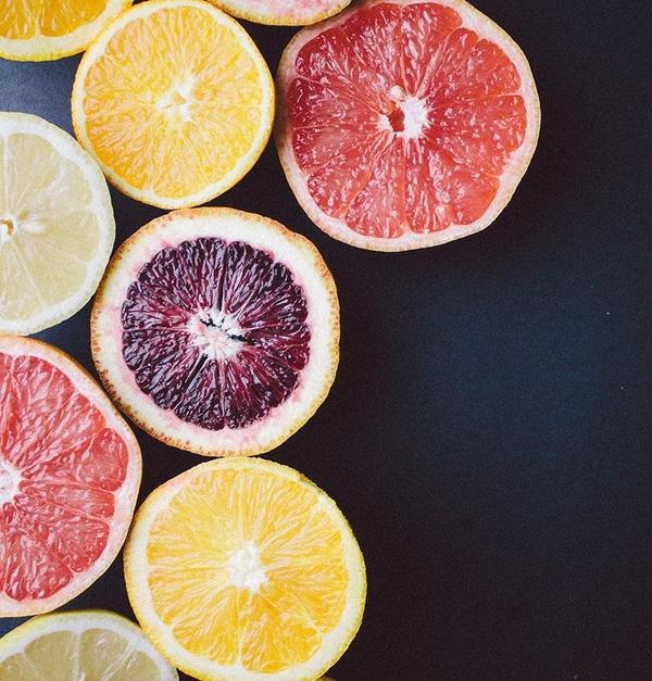 Không phải cứ uống nước ép trái cây nhiều là bổ