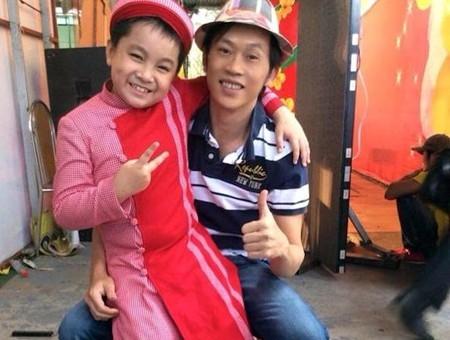 Sau khi tham gia vũ đoàn ABC kids, bé Ben được danh hài Hoài Linh chú ý và nhận làm con nuôi. - Tin sao Viet - Tin tuc sao Viet - Scandal sao Viet - Tin tuc cua Sao - Tin cua Sao