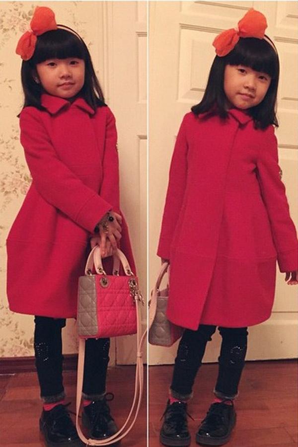 Đây là quà tặng sinh nhật 5 tuổi của cô bé. Chiếc túi này có giá khoảng 3.100$ (khoảng 67,4 triệu VNĐ).
