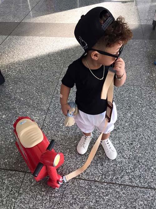 Cậu bé 3 tuổi Bảo Minh (Hà Nội) cũng từng khiến nhiều người choáng váng khi sở hữu tủ đồ đáng mơ ước.