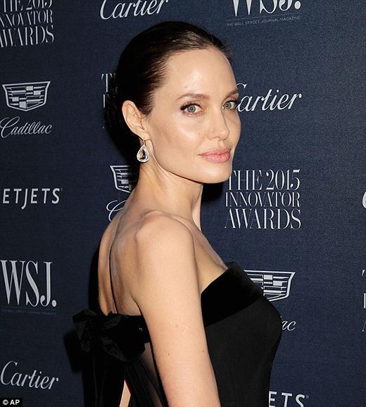 Các gen gây ung thư vú và buồng trứng được chú trọng hơn sau sự kiện Angelina Jolie công bố bệnh. (Ảnh: AP)