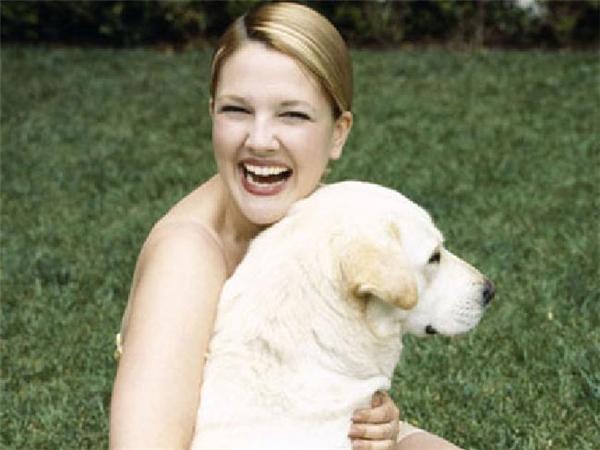 Hình ảnh thân thiết giữa nữ diễn viên cùng chú chó cưng. (Ảnh: internet)