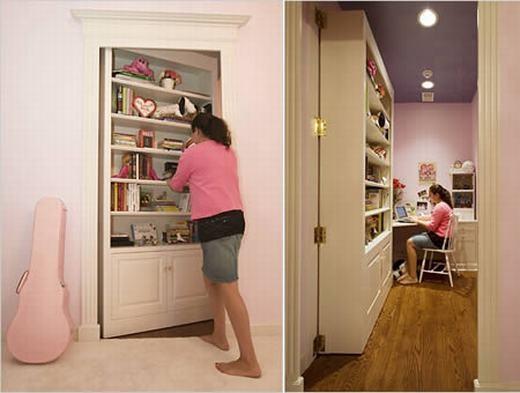 Căn phòng này là món quà sinh nhật mà một cặp vợ chồng tặng con gái mình. Nếu nhìn bên ngoài, nó chỉ là kệ sách thông thường nhưng nếu đẩy vào, bên trong là căn phòng nhỏ được trang trí hết sức dễ thương. (Ảnh: Oddee)