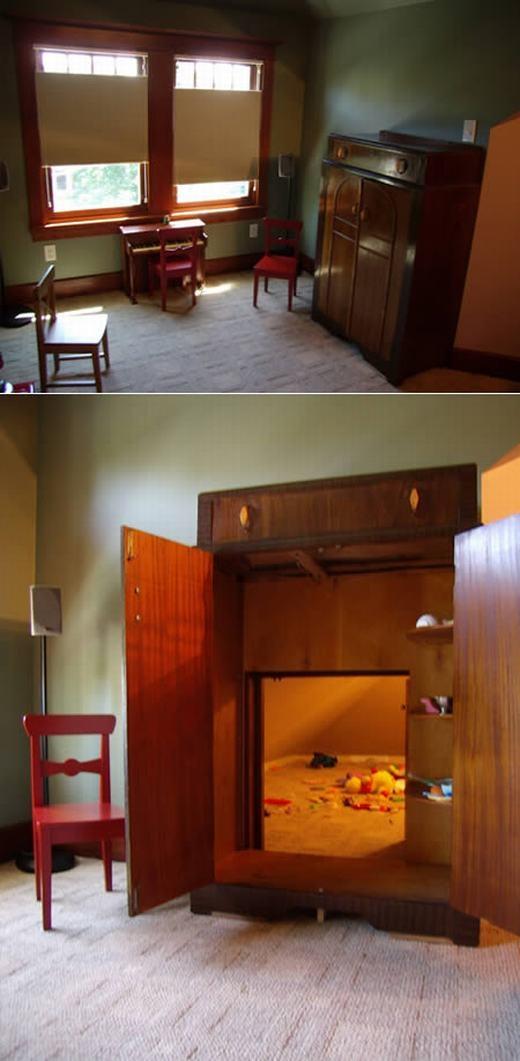 Nếu gia đình có trẻ nhỏ, chắc hẳn bạn sẽ thích căn phòng này. Được thiết kế tương tự chiếc tủ quần áo nhưng bên trong có không gian rộng cho trẻ vui đùa. Hơn hết, sau khi chúng chơi xong, bạn chỉ cần đóng cửa lại thay vì phải dọn dẹp. (Ảnh: Oddee)