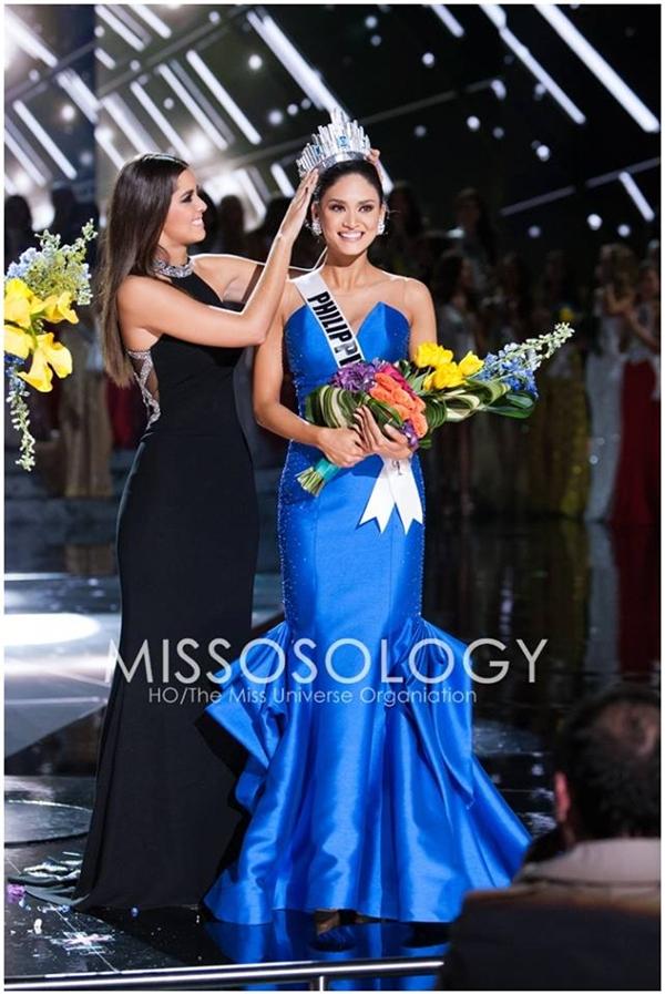 Khoảnh khắc đăng quang Hoa hậu Hoàn vũ 2015 của Pia.