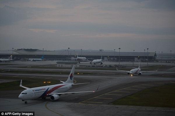 Phi công lái máy bay đã phát hiện ra máy bay bị sai hướng sau 8 phút cất cánh.