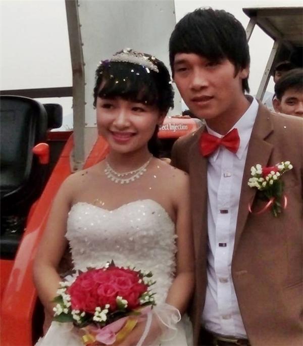 Cô dâu Thảo Vân và chú rể Bá Lương rạng rỡ trong đám cưới. Ảnh: H.H.