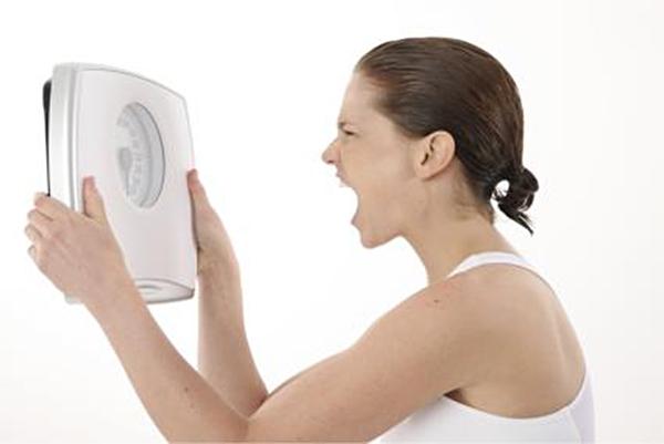 """Tâm lí""""cuồng giảm cân"""" khiến bạn dễ nổi giận và căng thẳng quá độ. (Ảnh: Internet)"""