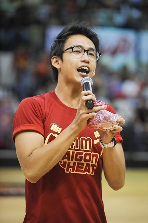Quang Bảo trong vai trò MC của Giải Bóng Rổ Nhà Nghề Đông Nam Á mùa thứ 3