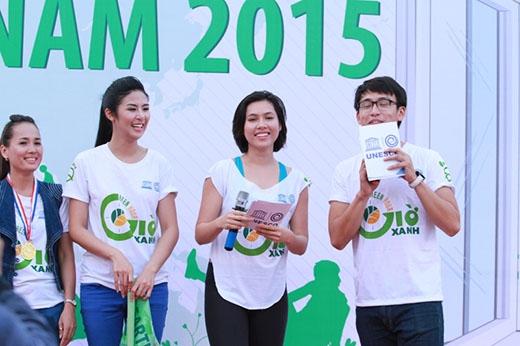Quang Bảo làm MC cho chương trình Âm nhạc cho trái đất 2015 được tổ chức bởi SECC.