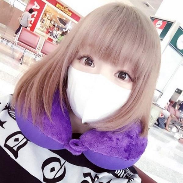 Rất nhiều bạn gái Nhật coi khẩu trang là món phụ kiện thời trang quen thuộc.