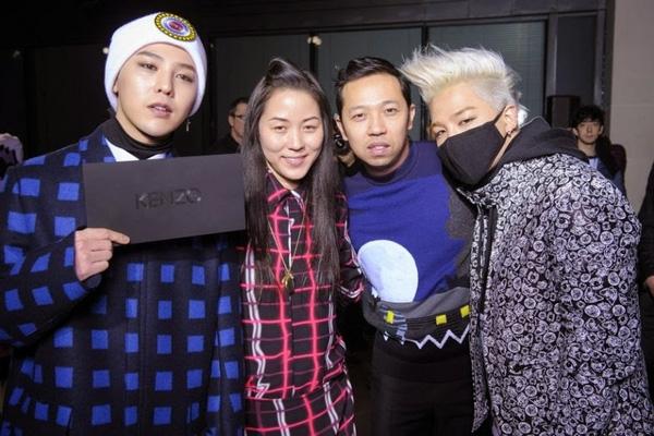 ... thì chàng Taeyang của Big Bang lại biến chúng trở thành phụ kiện tại mọi lúc mọi nơi, từ đường phố cho đến các sự kiện thời trang đẳng cấp.