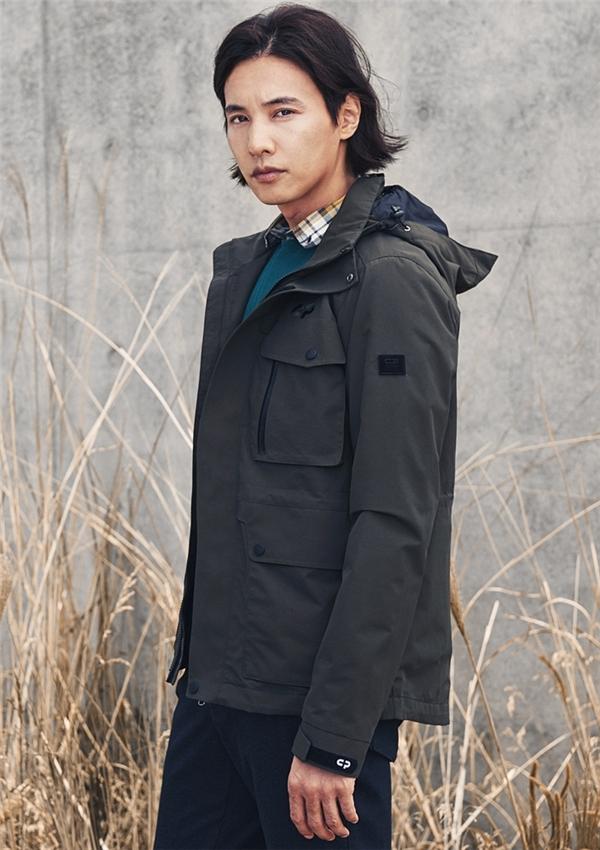 Won Binđược xem là một trong số ít nam diễn viên thành công từ vai diễn đầu tay. Chỉ với vai nam thứ trongAutumn In My Heart, tên tuổi củaWon Binđã nổi đình đám không thua kémSong Seung HunvàSong Hye Kyo. Bên cạnh khả năng diễn xuất ổn, vẻ ngoài điển trai chính là vũ khí đắc lực nhất của nam diễn viên trong việc chinh phục trái tim khán giả. Won Bin từng lọt vào top 10 Mĩ nam quyến rũ nhất hành tinh do tạp chíCoolest guy celebrity! của Mỹbình chọn.