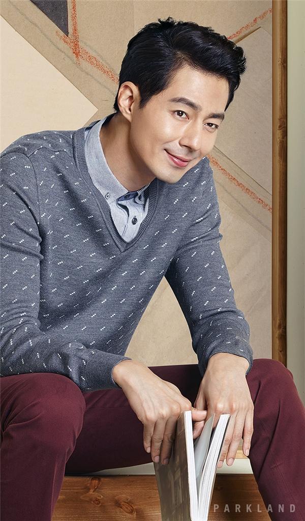 """Xếp ở vị trí thứ 4 chính là tài tử Jo In Sung. Không chỉ sở hữu gương mặt điển trai, nam tính, nam diễn viên cũng khiến phái nữ phát cuồng trước làn da trắng mịn không tì vết. Anh từng vượt mặt đàn anh Won Bin giành về danh hiệu """"Đệ nhất mĩ nam Hàn Quốc"""" vào năm 2005 và hiện là một trong những nam diễn viên độc thân quyến rũ nhất xứ kim chi."""