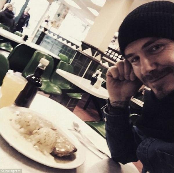 Hé lộ thú ăn uống bình dân kiểu vương giả trên chuyên cơ riêng của Beckham