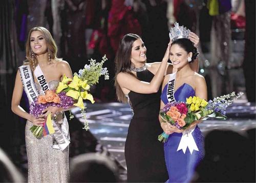 """Màn trao nhầm giải đầy tai tiếng bị cho là cách PR cho thương hiệu Miss Universe để """"cứu vãn"""" tỷ lệ người xem đang giảm"""