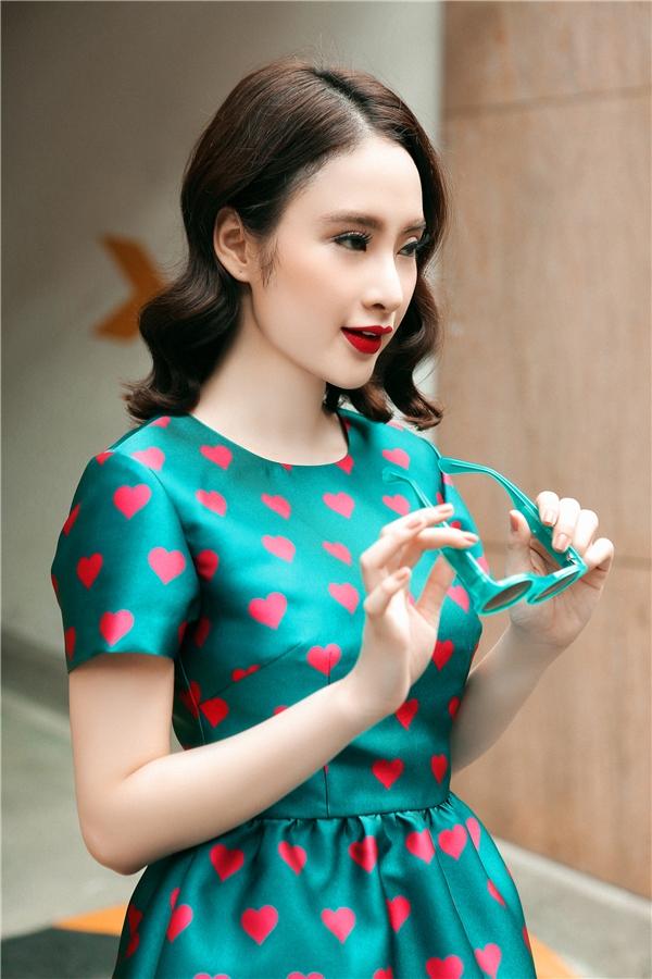"""Ngất ngây vẻ đẹp """"đa sắc màu"""" của Angela Phương Trinh"""