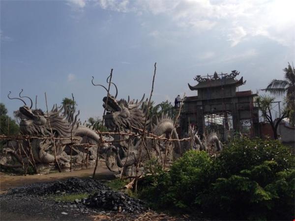 Cổng chính điện với 2 đầu rồng khổng lồ. - Tin sao Viet - Tin tuc sao Viet - Scandal sao Viet - Tin tuc cua Sao - Tin cua Sao