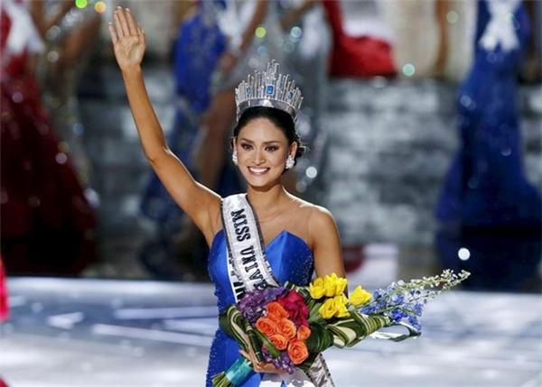 Pia Wurtzbachđăng quang Hoa hậu Hoàn vũ (Miss Universe) lần thứ 64 sau sự cố trao nhầm vương miện. Chính vì thế, cô càng được truyền thông cũng như công chúng trên khắp thế giới chú ý. Nhiều người chê Pia già và xấu, không xứng đáng với danh hiệu hoa hậu. Tuy nhiên, bên cạnh đó cũng có không ít ý kiến bênh vực, khen ngợi đại diện Philippines diễn catwalk uyển chuyển và trả lời ứng xử thông minh.