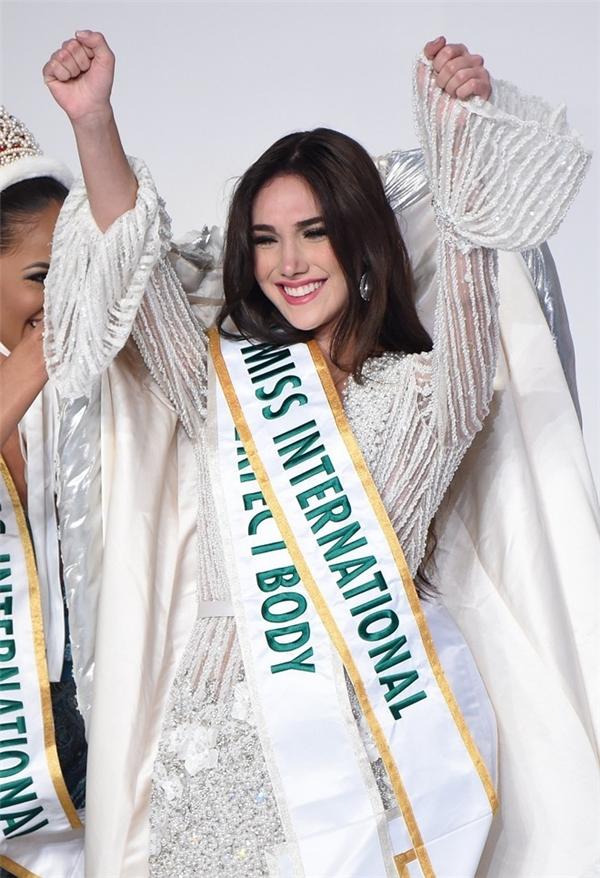 Edymar Martinez, Hoa hậu Quốc tế 2015(Miss International) được khen sở hữu nhan sắc ngọt ngào, quyến rũ. Người đẹp Venezuela là thí sinh được đánh giá cao ngay từ đầu.