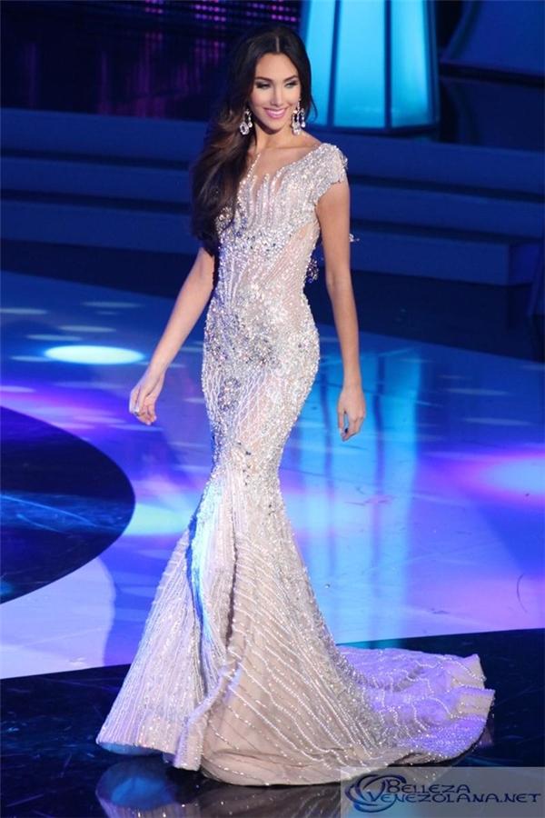 Edymar sở hữu chiều cao 1,77 m cùng số đo ba vòng 90-62-90. Cô là người mẫu nổi tiếng trong nước, từng thi nhan sắc từ năm 15 tuổi. Ngoài vương miện hoa hậu, cô còn giành giải Thí sinh có hình thể gợi cảm nhất.